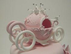 CAROSSE Fondant Girl, Owl Cakes, Baby Cakes, Carriage Cake, Clay Jar, Baby Shower Princess, Fondant Toppers, Chocolate Art, Creative Cakes