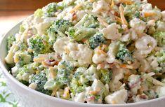 Voici une recette de salade de brocoli et chou-fleur qui est vraiment super crémeuse et délicieuse... En plus, c'est vraiment facile à faire :) Fresh Cauliflower Recipe, Broccoli Cauliflower Salad, Baked Cauliflower, Salad Recipes Nz, Healthy Recipes, Bacon Salad, Potato Salad, Broccoli Recipes, Bacon Recipes