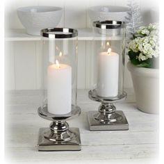 Två fantastiskt fina lyktor på fot i silverfärgad keramik med glascylinder. Candle Holders, Wedding Decorations, Candles, Porta Velas, Wedding Decor, Candy, Candle Sticks, Candle Stand, Candle