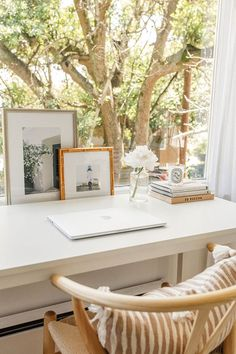 Beautiful workspace and home office design in front of a window, white desk, desktop styling, woven chair. Office Inspiration, Home Office Space, House Interior, Small Spaces, Home, Interior, Home Desk, Home Office Decor, Home Decor