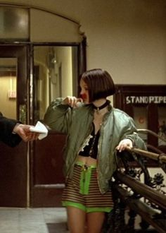 Mathildas outfits in Leon the professional