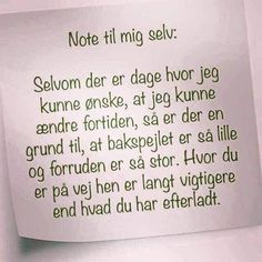 Fundet hos mit barnebarn. Hvor er det godt skrevet, og hvor er det dog rigtigt. Desværre er mange gode til at bytte om på ruden og spejlet. ❤️ Words Quotes, Me Quotes, Sayings, More Than Words, Some Words, Great Quotes, Inspirational Quotes, Texts, Funny