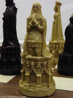 Canterbury Cathedral Plain  Theme Chess Set