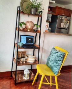 Bibliotecas escalonadas... utiles en cualquier espacio.💥 Ladder Bookcase, Ideas Para, Shelves, Simple, Home Decor, Libraries, Bass, Space, Home
