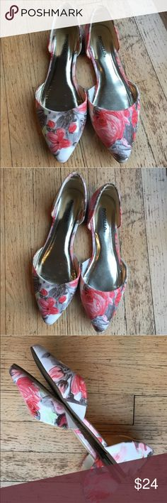 Marbella pink white Floral Pointy Toe flats 8 M Excellent condition. Size 8 Medium marbella Shoes Flats & Loafers