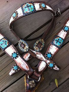 Distressed white with Turquoise Conchos! Love and would look awesome on my horse. Barrel Racing Tack, Western Horse Tack, Horse Bridle, Horse Gear, Horse Saddles, Horse Barns, Rodeo Life, Horse Stuff, Bay Horse