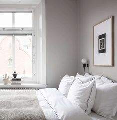 Stylish grey home with black accents - Home Accentss Cheap Dorm Decor, Cheap Rustic Decor, Cheap Bedroom Decor, Decor Room, Indian Home Decor, Fall Home Decor, Home Decor Kitchen, Old Home Remodel, Home Remodel Costs