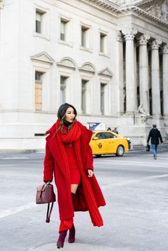 Dame in Rot Winter Edition Winter Outfits, Barbie Mode, Wendy's Lookbook, Winter Coats Women, Red Winter Coat, Winter Style, Fashion Outfits, Womens Fashion, Fashion Boots