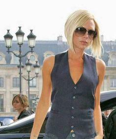 15 Best Victoria Beckham Blonde Bob Haircuts: #6. Victoria Beckham Inverted Blonde Bob Hairstyle