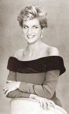 Lady Diana Spencer, Princess of Wales Princess Diana Family, Royal Princess, Lady Diana Spencer, Diana Fashion, Mario Testino, Celebrity Gallery, Queen Of Hearts, Famous Faces, Prince William