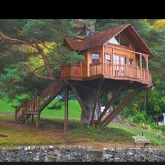 I feel like such a deprived child for not owning a real tree house when I was a kid!