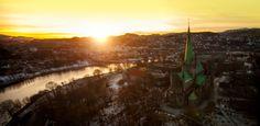 Winter in Trondheim, sunset above Nidarosdomen and Nidelven - Photo: Grim Berge/Fram Film