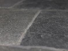 Noir Vignan - Robuuste natuursteen vloertegel uit de collectie van Nibo Stone die perfect past bij een landelijke keuken of een stoer en sober interieur. Hardwood Floors, Flooring, Sober, Porches, Old Town, Wood Floor Tiles, Wood Flooring, Floor