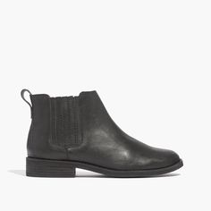 madewell chelsea boot in true black.