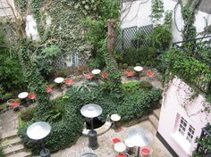 Bar/terrace in the courtyard of the Hotel Amour. Excellent space outside for anytime of the day or night. Affordable hotel, lots of musicians stay here while on tour. Paris Restaurants, Paris Hotels, Courtyard Restaurant, Paris Secret, Grand Paris, Affordable Hotels, Secret Places, Hotel Reviews, Travel Around