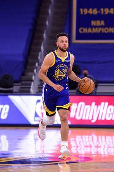 Basketball Photos, Sports Basketball, Basketball Players, Basketball Motivation, Stephen Curry Photos, Stephen Curry Wallpaper, Stephen Curry Basketball, Basketball Highlights, Framed Jersey