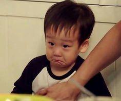 Seoeon on a little strop Awww bless Twins Meme, Superman Kids, Boy Meets, Pretty Baby, Triplets, High School Seniors, Kids And Parenting, Babys, Cute Babies
