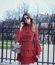 ❤️ Conjunto @loubucca para loja @closetdamay. Definitivamente marsala é minha cor favorita do inverno! Muito amor nessa camisa de laço com saia de babado  Já on-line em: www.closetdamay.com.br • #paris #closetdamayviaja #blogtrendalert
