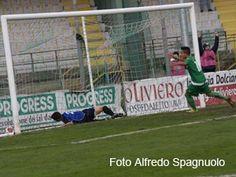 Calcio - Non bastano Castaldo e l'uomo in più per battere il Latina