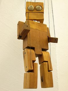 Wooden puppets by Juan Pablo Cambariere - www.cambariere.com