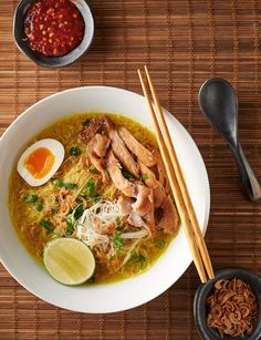 soto ayam - indonesian chicken noodle soup - glebe kitchen Soto ayam is chicken noodle soup - Indonesian style. This is seriously tasty noodle soup. Chicken Flavors, Chicken Soup Recipes, Veggie Recipes, Asian Recipes, Cooking Recipes, Indonesian Recipes, Indonesian Food, Veggie Food, Food Food