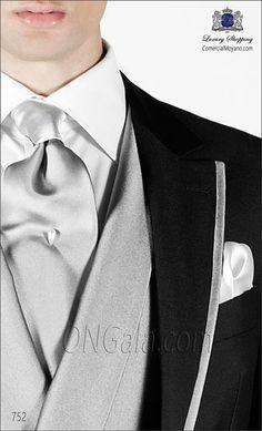 """Traje de Novio Semilevita gris marengo con vivos a contraste plateados tejido granito """"New Performance"""" coordinado con chaleco cruzado y pan..."""