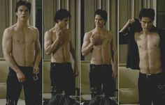 The Vampire Diaries - Shirtless and sexy Damon Salvatore! Ian Somerhalder shirtless is always a treat! Serie Vampire Diaries, Vampire Diaries Funny, Vampire Diaries The Originals, Elena Gilbert, Caroline Forbes, Damon Salvatore, Paul Wesley, Estefan Salvatore, Video Love