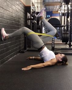 """19k Likes, 443 Comments - Alexia Clark (@alexia_clark) on Instagram: """"Wall Werk Band Werk 40seconds on 20 seconds rest of each! Make sure you switch sides!…"""""""