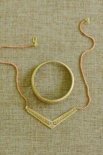 Gold chevron necklace Herringbone Necklace, Chevron Necklace, Gold Necklace, Delicate Jewelry, Jewelry Shop, Jewelry Art, Jewelry Ideas, Minimalist Jewelry, Bridal Beauty