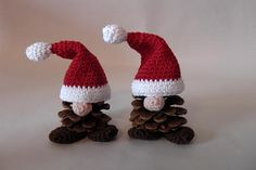 Santa hat n nose decoration add on! Crochet Christmas Decorations, Holiday Crochet, Christmas Knitting, Crochet Gifts, Pine Cone Crafts, Christmas Projects, Holiday Crafts, Christmas Holidays, Navidad Diy