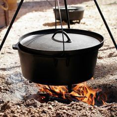 Dutch Oven Recipes are cooked over a campfire, or charcoal. Learn how to do Dutch Oven Cooking, including techniques and tips on making delicious camping meals. Cast Iron Cooking, Oven Cooking, Fire Cooking, Real Cooking, South African Dishes, South African Recipes, Dutch Oven Recipes, Cooking Recipes, Gastronomia