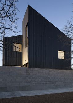 Galvez Autunno creates black housing blocks with jagged rooflines in Patagonia