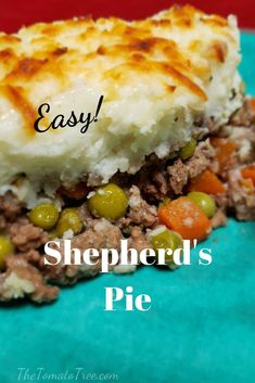 Shepherd's Pie A hearty comfort food made with beef and vegetables combined together in gravy. The top of this dish is covered with a generous layer of whipped potatoes and baked until bubbling hot. Easy Pie Recipes, Quick Dinner Recipes, Beef Recipes, Cooking Recipes, Easy Comfort Food Recipes, Hamburger Meat Recipes, Sausage Recipes, Recipies, Shepards Pie Easy
