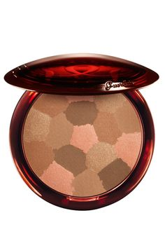 Wake up your skin's natural luminosity with the GUERLAIN Terracotta Light Healthy Glow Powder, a vitamin-infused bronzer that creates naturally sun-kissed skin. Bronze hues and vibrant colours come together in the GUERLAIN Terracotta Light He Guerlain Makeup, Terracota, Bronzer For Fair Skin, Les Beiges Chanel, Cheek Makeup, Face Makeup, Fair Complexion, Bronzer, Colorful Makeup