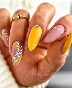 Perfect Nails, Gorgeous Nails, Cute Nails, Pretty Nails, Classy Almond Nails, Almond Acrylic Nails, Latest Nail Art, Easter Nails, Minimalist Nails