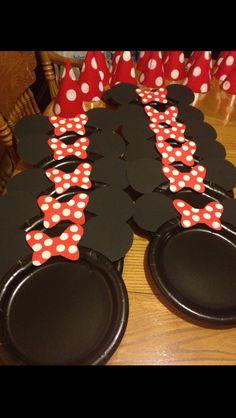 Mickey/Minnie cake plates Cousin Birthday, Minnie Birthday, 2nd Birthday, Birthday Ideas, Mickey And Minnie Cake, Mickey Cakes, Minnie Mouse, Party Treats, Cake Plates