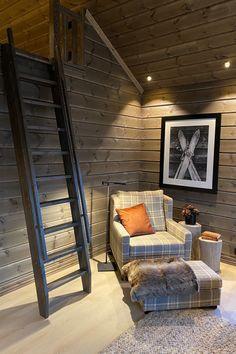 Mountain Decor, Yellow Interior, Loft Room, Little Cabin, Cabin Interiors, Cabin Homes, Home Fashion, Cottage, Beach House