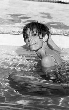 of all the pics of Audrey looking lithe, elegant and ballerina-like, this is actually THE BEST image of her ever :: TERRY O'NEILL