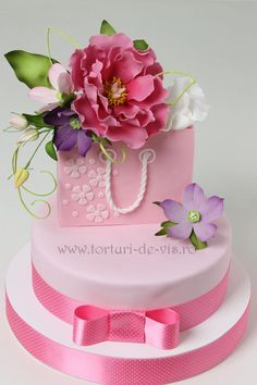 Birthday Cake Gift Images : Cake Decorating ideas on Pinterest Cake, Mini Cakes and ...