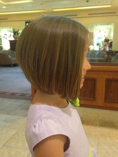 Square Cups Worn by Little Girls: 20 Beautiful Models Hair Cut Trends - April 20 2019 at Bob Haircut For Girls, Little Girl Haircuts, Bob Haircuts For Women, Modern Haircuts, Child Haircut Girl, Toddler Bob Haircut, Girls Short Haircuts Kids, Short Hair For Kids, Mom Haircuts