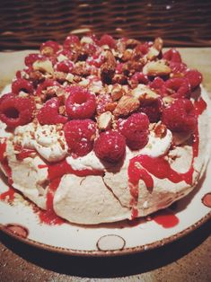 Anna Pavlova, Dessert Meringue, Sans Gluten Vegan, Caprese Salad, Raspberry, Fruit, Simple, Food, Instagram