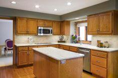 Updating Oak Cabinets, Light Oak Cabinets, Honey Oak Cabinets, Painting Oak Cabinets, Oak Kitchen Cabinets, Kitchen Redo, Kitchen Remodel, Wood Cabinets, Kitchen Ideas