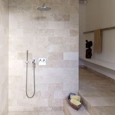 Browse through the best Minimal Bathroom photos and find inspiration for interior design ideas and home decor style at Redonline. Bathroom Limestone, Stone Bathroom, Minimal Bathroom, Travertine Bathroom, Serene Bathroom, Shower Room, Modern Interior Design, Bathroom Renovations, Limestone Bathroom Tiles