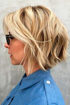 Blonde Shaggy Bob A quick glance at pictures from hair salons will tell you that well-blended highlight shades and well-placed layers are the markers of a good shaggy bob haircut. For fine hair, you can boost your locks further with a texturizing spray. Blonde Bob Hairstyles, Layered Bob Hairstyles, Short Hairstyles For Women, Hairstyles Haircuts, Bob Haircuts, Classy Hairstyles, Amazing Hairstyles, Wedding Hairstyles, Short Hair Cuts For Women Trendy