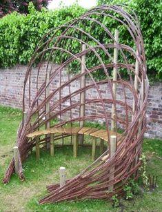 Такая оригинальная скамеечка, безусловно, украсит сад, придаст совершенно неповторимый стиль любому участку. При этом выглядит она уютно, располагая к...