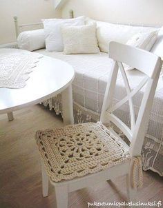Simple and pristine chair cushion!