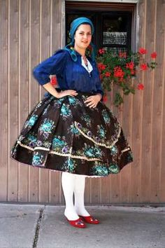 Woman from Sarköz - Hungary European Costumes, Hungarian Girls, Costumes Around The World, Hungarian Embroidery, Folk Dance, Beautiful Costumes, Folk Costume, Adult Costumes, Traditional Dresses
