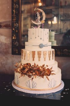 art deco wedding cake // joyeuse photography - what if we had a photo-op moon and then our cake topper matched it? Look Gatsby, Great Gatsby Wedding, Art Deco Cake, Cake Art, Vintage Glam, Vintage Theme, Naked Wedding Cake, 1920s Wedding Cake, Art Deco Wedding Theme