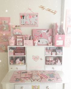 De poco a poco se llena el mueblesito Dream Bedroom, Girls Bedroom, Bedrooms, Bedroom Decor, Kawaii Bedroom, Otaku Room, Pastel Room, Nhk, Decor Room