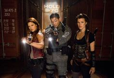 Claire, Chris e Alice em cena de Resident Evil 4: Recomeço (Foto: Divulgação)